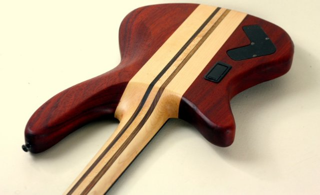 Способы крепления грифа к электро- и бас-гитаре